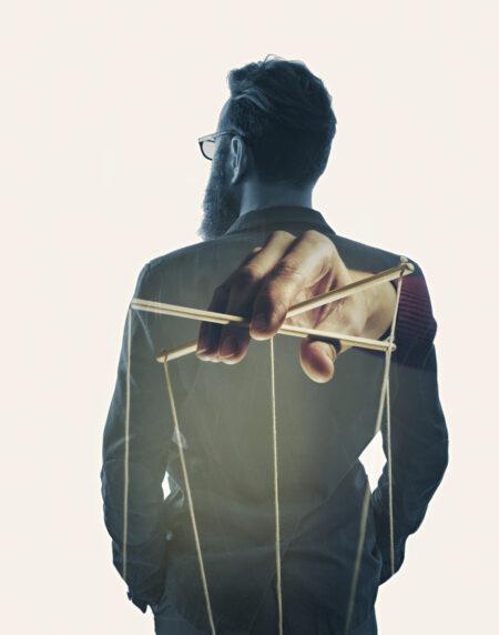 Zu wissen, wie Manipulation funktioniert, zählt zum Grundwissen für Führungsrkäfte.